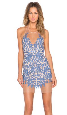 For Love & Lemons Luau Halter Dress en Pervenche & Nude | REVOLVE