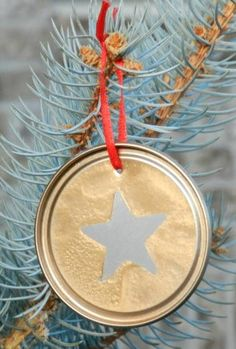 Silver and Gold DIY Ornaments | These stunning handmade Christmas ornaments are hard to resist!