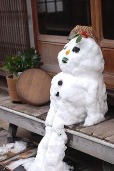 A Snowman at Engawa (Japanese-Style Wooden Balcony)|縁側の雪だるま