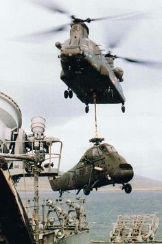 A Chinook helicopter transports a Wessex anti-submarine helicopter.