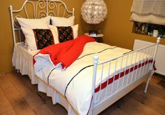 Red and white bed sheets