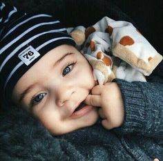 Popular Baby Names 2015 Poised for an Exponential Rise - Baby Boy Names Baby Girl Names So Cute Baby, Baby Kind, Cute Kids, Cute Babies, Cute Baby Boy Pics, The Babys, Beautiful Children, Beautiful Babies, Beautiful Eyes