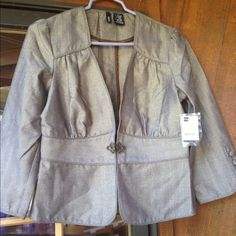 Beautiful light blazer NWT never worn Mixit Jackets & Coats Blazers