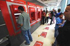 Cajeros se quedaron sin efectivo y el país comienza a colapsar
