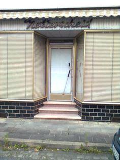 Kreuzberg / Ahr 2012 foto: Heleen van Zantvoort Blinds, Garage Doors, Germany, Van, Curtains, Outdoor Decor, Home Decor, Decoration Home, Room Decor