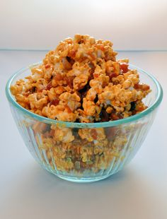 Salted Caramel and Bacon Popcorn - Savory Experiments Bacon Popcorn, Popcorn Snacks, Candy Popcorn, Gourmet Popcorn, Popcorn Recipes, Snack Recipes, Popcorn Bowl, Unique Recipes, Great Recipes