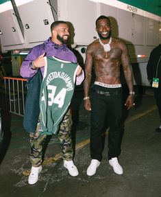 Gucci Mane enjoying his first time in Canada yesterday where he went to watch the Toronto Raptors face the Milwaukee Bucks with Drake Intuition, Maluma Pretty Boy, Drake Drizzy, Aubrey Drake, Drake Graham, Gorgeous Black Men, Gucci Mane, Hip Hop Artists, Liam Payne