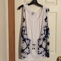 Worthington woman white sleeveless top size 3X Worthington woman white sleeveless top size 3X. Great shape great colors white, blue, gray, and black. Light weight perfect for warm weather. Worthington Tops Blouses