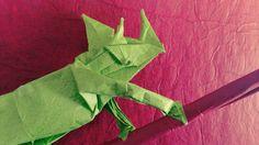 camaleón de Jackson de Robert J Lang, plegado por mi en papel crumpled de 35x35 y ramita