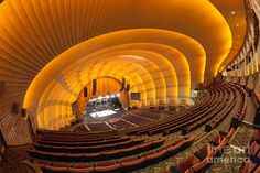 Radio City Music Hall, NYC - saw the Christmas Show w/ the Rockettes - loved it! Theater Architecture, Amazing Architecture, New York City Attractions, Circle Light, Washington Square Park, Radio City Music Hall, Concert Hall, Museum Of Modern Art, Art Deco