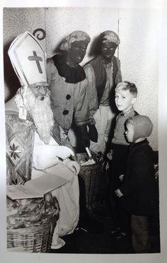 Sinterklaas en Zwarte Piet, 1956. Man met broer, Wernhout