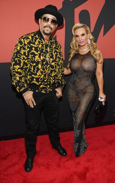 MTV VMAs red-carpet live coverage: See all your favorite celebrities as they arrive for the annual awards in Newark, New Jersey. Celebrity Red Carpet, Celebrity Look, Celebrity Gossip, Nicole Snooki, Mtv Video Music Award, Music Awards, Mtv Videos, Beautiful Girl Indian, Red Carpet Looks