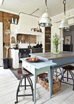 A place to share beautiful images of interior design, residential architecture and occasional other. Muebles Home, Wabi Sabi, Kitchen Interior, Room Interior, Interior Design, Home Decor Inspiration, Cottage Style, Vintage Kitchen, Home Kitchens
