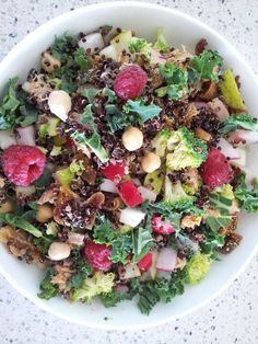 Dried fig, chickpea, kale, raspberries, pear, broccoli, tuna, raddish and quinoa