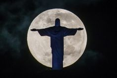 A full moon sets behind the Christ the Redeemer statue on top of Corcovado hill in Rio de Janeiro, Brazil, on May Pope Francis was slated to visit to Rio de Janeiro during the World Youth Day event on July 23 to YASUYOSHI CHIBA/AFP/Getty Images World Youth Day, Christ The Redeemer Statue, Moon Setting, Shoot The Moon, Les Religions, Beautiful Moon, Super Moon, Chiba, Photos Of The Week