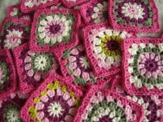So pretty something about dark pink & cream in granny squares that make me feel all warm & fuzzy inside.  :)