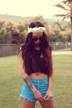 #shwood #turban #cropped #croptop #turquoise #rippedshorts Ripped Shorts, Pretty Pictures, Spring Fashion, Style Me, Hair Beauty, Spring Summer, Turquoise, Crop Tops, Turban