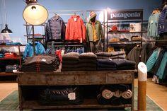Visual merchandising, mannequin, etaleur, VM, Patagonia, merkbeleving, shop in shop, Zwerfkei, table, folding, presentation, presentatie, vouw tafel.