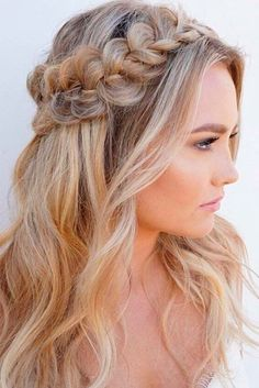 This is one of the cutest half up half down hairstyles for long hair! - This is one of the cutest half up half down hairstyles for long hair! This is one of the cutest half up half down hairstyles for long hair! Down Hairstyles For Long Hair, Quick Hairstyles, Gorgeous Hairstyles, Everyday Hairstyles, Hairstyles 2018, Prom Hairstyles Half Up Half Down, Pixie Hairstyles, Long Haircuts, Half Updo