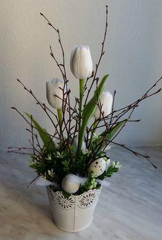 Plecháček do bíla. Easter Flower Arrangements, Easter Flowers, Flower Ornaments, Deco Floral, Pink Sunset, Tulips, Diy And Crafts, Bloom, Spring