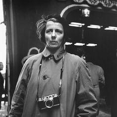 leicawomen :)  Vivian Maier com sua Leica IIIc