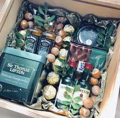 Съедобный букетик для мужчины. Подарок на день рождения парню, мужу, брату, дедушке Mary Christmas, Gift Baskets, Delicate, Presents, Watercolor, Gifts, Inspiration, Ideas, Creative