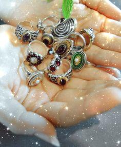 Du liebst Ringe? Schlicht oder extravagant? Entdecke deinen Favoriten in unserem Online Shop. Pandora Charms, Charmed, Bracelets, Beauty, Jewelry, Necklaces, Pearls, Earrings, Jewelry Gifts