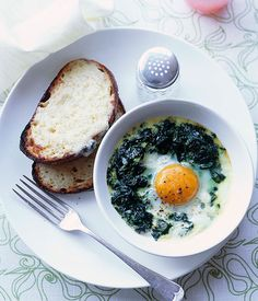 Baked eggs with creamed spinach and Gruyère toasts