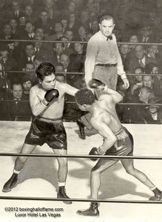 Henry Armstrong Retains Crown vs Baby Arizmendi This Day January 1939 Henry Armstrong lbs Baby Arizmendi 136 lbs PTS in round 10 of 10 Olympic Audit. World Boxing, Boxing History, Boxing Champions, Referee, Olympics, January 10, Auditorium, Beats, Legends