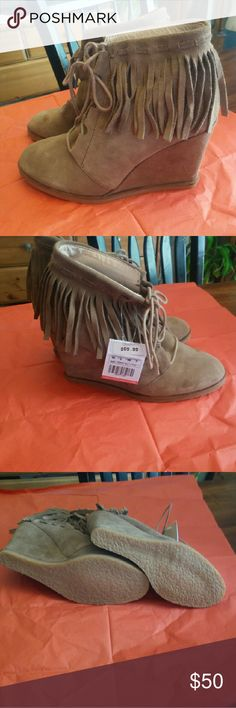 Zara Fringed ankle boots tan/taupe. EUR 40 Super cute and sexy ,  taupe color size  New w/tags No box  Size EUR 40 Boho brown wedges Lace up fringe Ankle boots Check out my page for more styles, brands, size and colors !!! Zara Shoes Ankle Boots & Booties