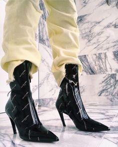 Fashion Gone rouge Sock Shoes, Cute Shoes, Me Too Shoes, Shoe Boots, Shoes Heels, Fashion Gone Rouge, Sneaker Heels, Sneakers, Mode Vintage