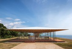 kengo kuma has completed the 'coeda house', a wooden pavilion in shizuoka, japan. the design aesthetic is informed by the innovative structure Kengo Kuma, Roof Architecture, Japanese Architecture, Architecture Details, Cultural Architecture, Ancient Architecture, Sustainable Architecture, Seaside Cafe, Wooden Pavilion