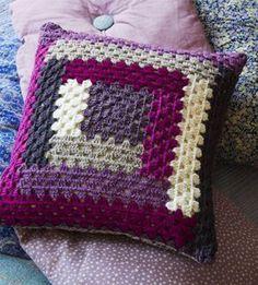 New crochet blanket granny square baby yarns ideas Crochet Cushion Cover, Crochet Pillow Pattern, Crochet Motifs, Crochet Cushions, Crochet Squares, Crochet Patterns, Patchwork Cushion, Crochet Afghans, Knitting Patterns