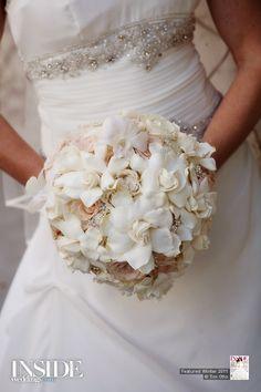 Gardinias, white roses and rhinestones Second Weddings, Simple Weddings, Real Weddings, White Wedding Arrangements, Floral Arrangements, Gardenia Bouquet, Bouquet Flowers, Elegant Wedding, Our Wedding