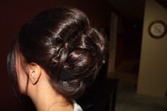 Side view of woven bun