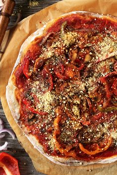 THE BEST Vegan Pizza! Sauteed veggies, simple red sauce, vegan parmesan. The only pizza recipe you'll ever need | #vegan