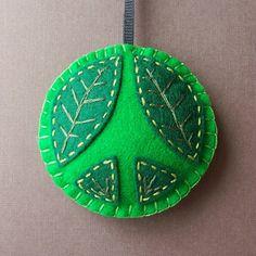 Ornamento colgante en fieltro en iManualidades.com: manualidades y bricolage