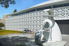 Icon II by Alexander Liberman. Located in front of Theatre 1 on the #USF Tampa campus.