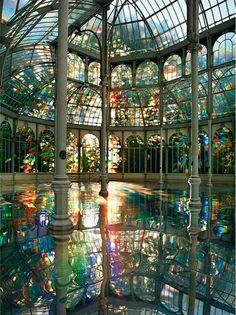 palacio de Cristal del Parque del Retiro, junto al Restaurante La Gamella