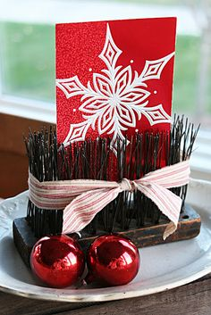 old wire brush turned card display - LOVE it!