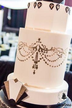 Art Deco wedding cake. Chandelier stencil in gold.