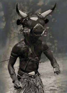 miss-mary-quite-contrary: anthrolology: Hugo Bernatzik - Mask man Bidyogu