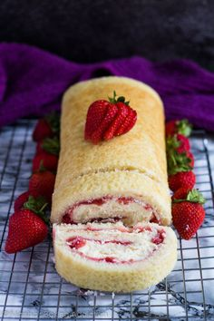 Strawberries and Cream Swiss Roll Recipe source: Marshas Baking  Mein Blog: Alles rund um Genuss & Geschmack  Kochen Backen Braten Vorspeisen Mains & Desserts!
