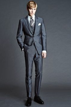 Tom Ford Spring 2016 Menswear collection, runway looks, beauty, models, and reviews. Mens Fashion Suits, Mens Suits, Three Piece Suit, Toms, Sharp Dressed Man, Urban Fashion, Fashion Show, Men's Fashion, Fashion Styles