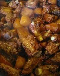 Patatas guisadas con costillas de cerdo