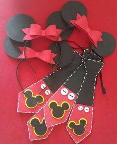 Si tu pequeño o pequeña es fan de Minnie o Mickey Mouse, esta idea le encantar. Theme Mickey, Fiesta Mickey Mouse, Mickey Mouse Parties, Mickey Party, Mickey Mouse Clubhouse Birthday, Mickey Mouse Birthday, 1st Birthday Parties, Mouse Crafts, Party Props