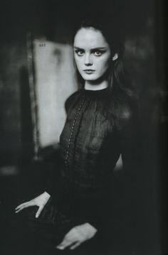 13294_Lisa_Cant_Vogue_Italia_feb06_Paolo_Roversi_5