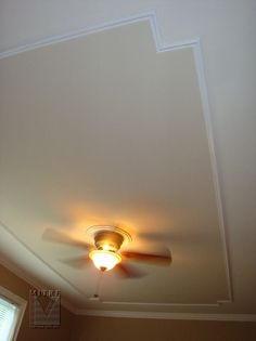 Ceiling trim | 21. A single panel of ceiling moulding with an accent color
