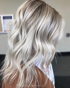 Are you looking for best hair colors to apply for long hair? Just see here, we have made a collection of fantastic long balayage colored hairstyles Blonde Grise, Ash Blonde Hair, Hair Color And Cut, Hair Day, Balayage Hair, Pretty Hairstyles, Dyed Hair, Hair Inspiration, Curly Hair Styles
