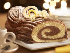Kerststronk met chocoladevulling - Libelle Lekker! Bread Cake, Pie Cake, Xmas Food, Christmas Desserts, Easy Desserts, Dessert Recipes, Homemade Pastries, Chocolate Pies, Food Humor